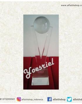 Piala Crystal